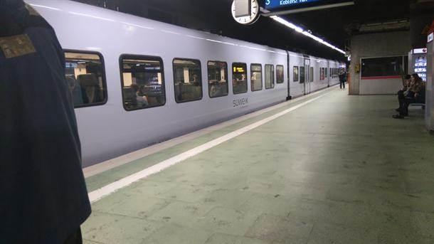 voz frankfurt metro železnica vagoni vozovi pruga