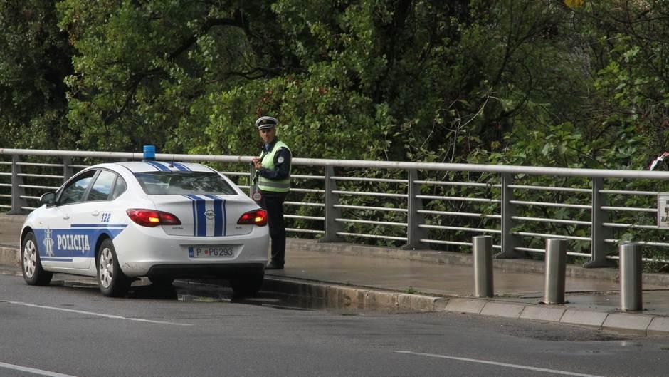 policija policajac policijski auto
