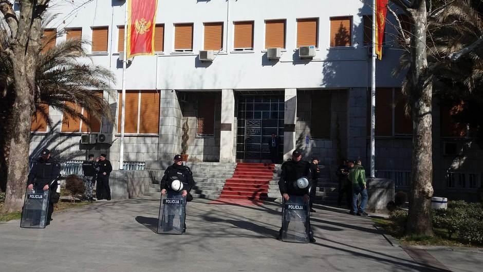 protest Skupština CG skupstina policija  obezbjeđenje