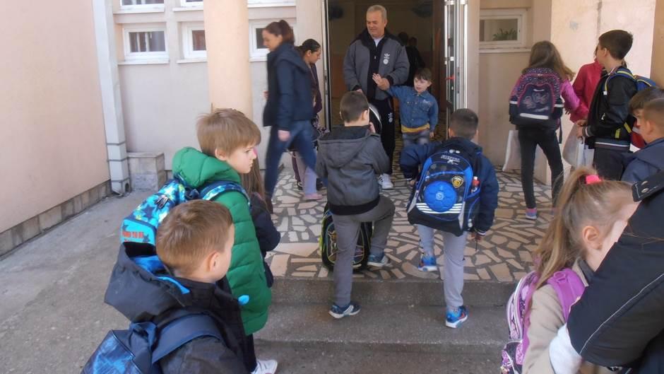 škola skola djeca đaci učenici djaci prvaci