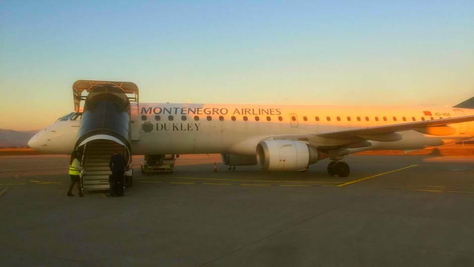 montenegro airlines MA avion aerodrom