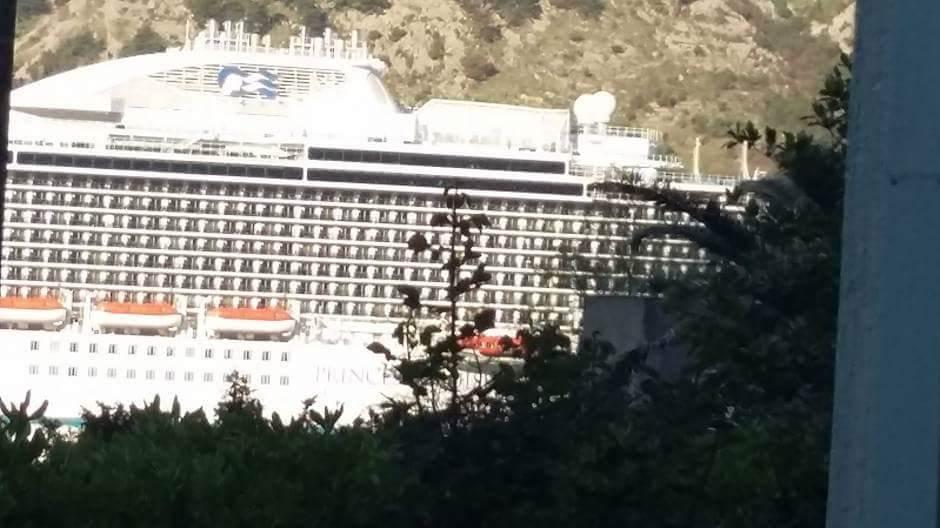Ovo je najveći brod koji je uplovio u Boku ikada!
