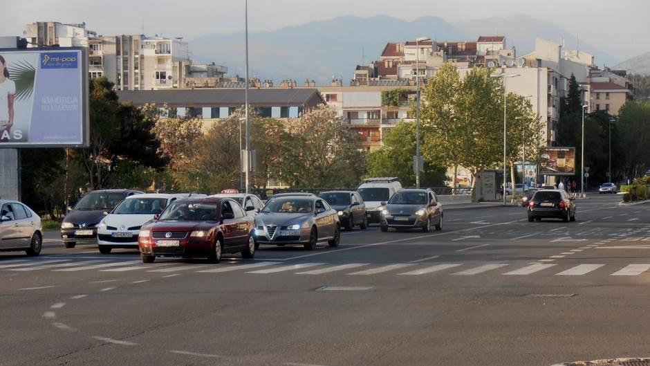 ulica grad podgorica kola auta