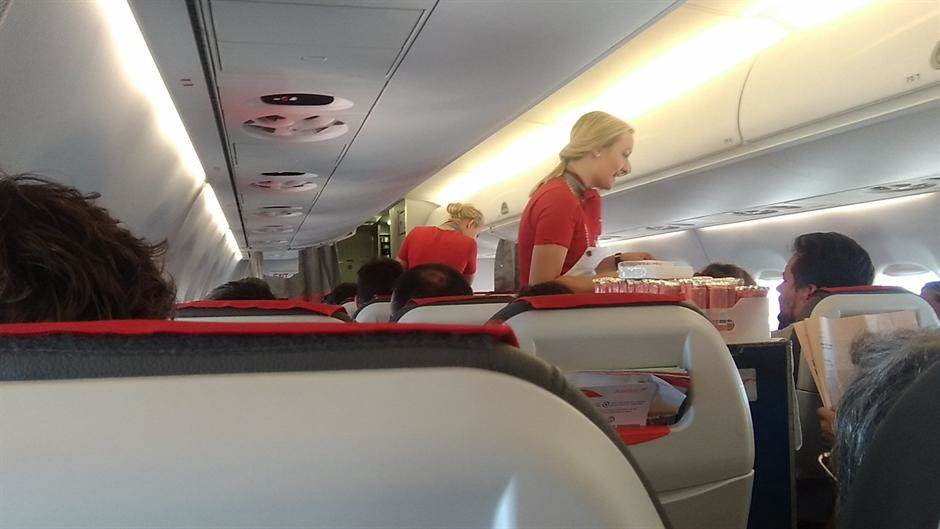 aerodorom, avion, avioni, stjuardese, stjuardese