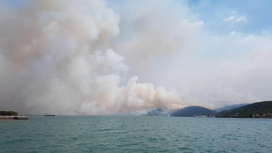 U Tivtu i dalje kritično,na terenu 150 vatrogasaca
