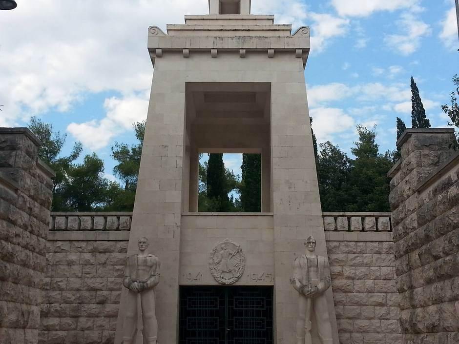 Spomenik Partizanu-borcu