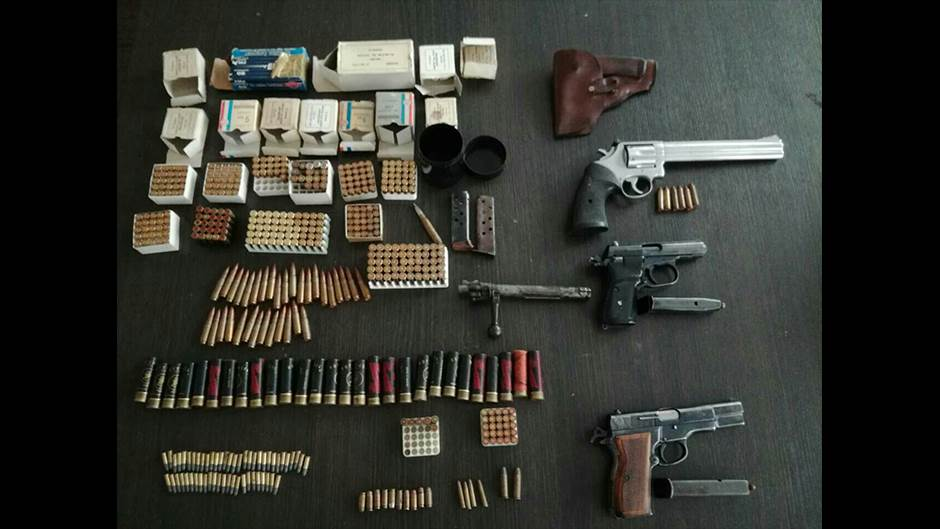 oružje municija arsenal pištolj pištolji
