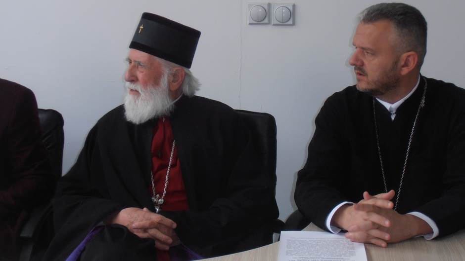 CPC: SPC na Cetinju služi u crkvi a mi na poljani!