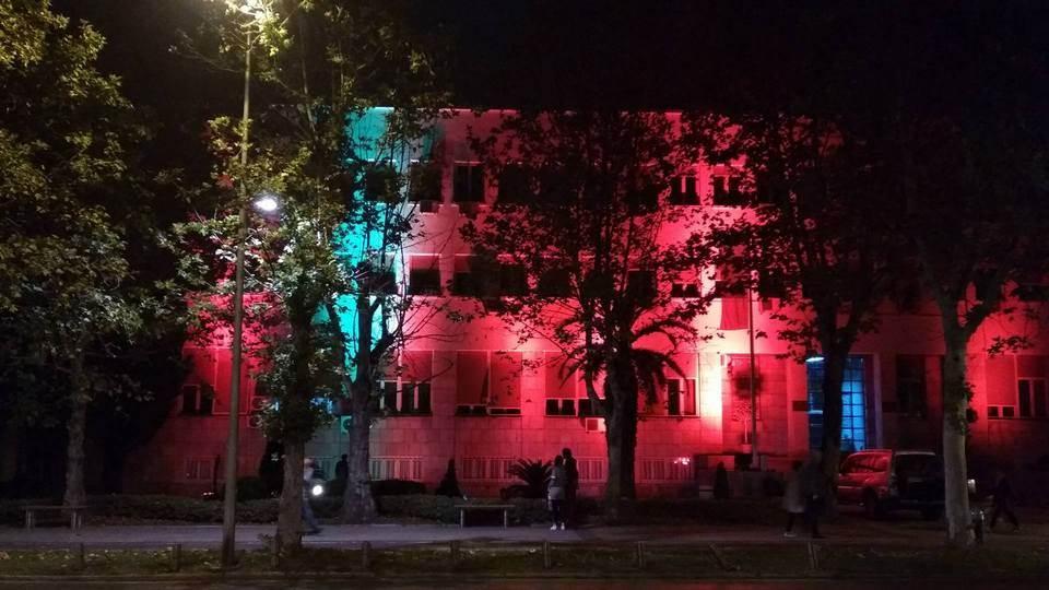 Večeras zgrada Skupštine sija drugačije! (FOTO)