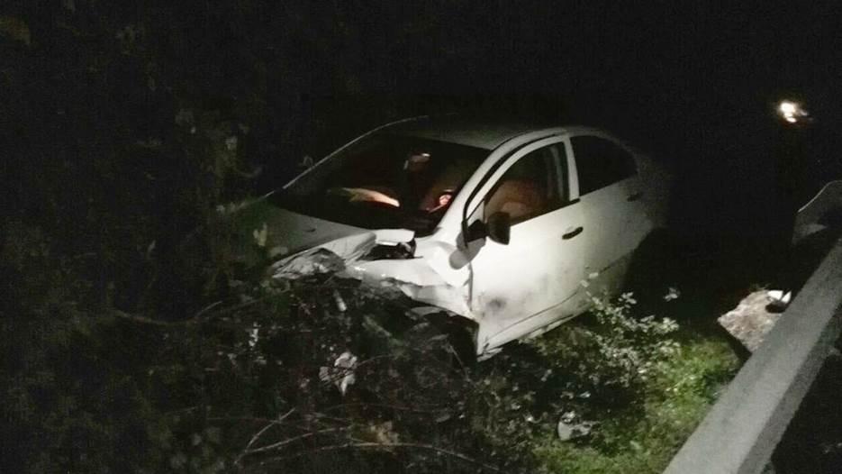 Auto sletio sa puta, povrijeđene dvije osobe