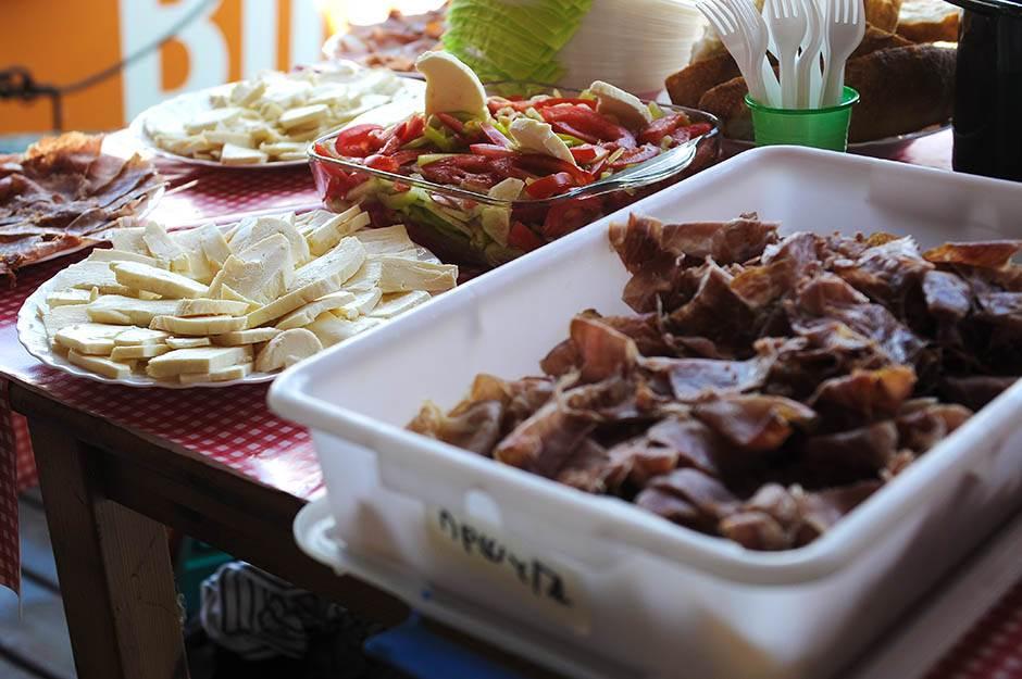 jedrilice, jedrenje, regata, sava, jedrilica, hrana, pršuta, salata