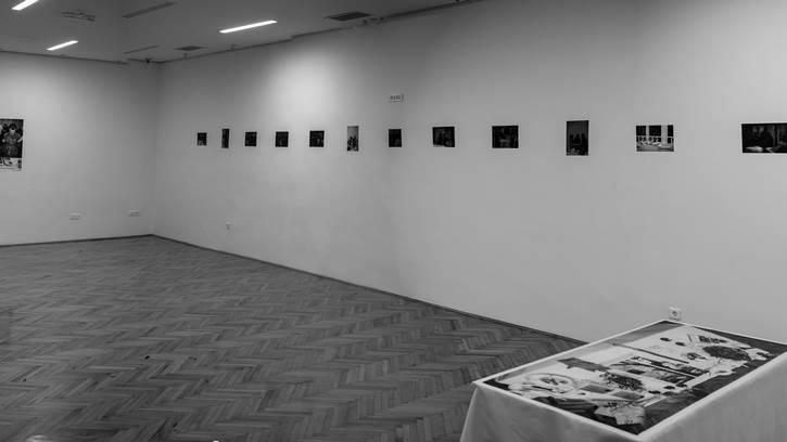 Neobična izložba Adrijane Gvozdenović u Podgorici