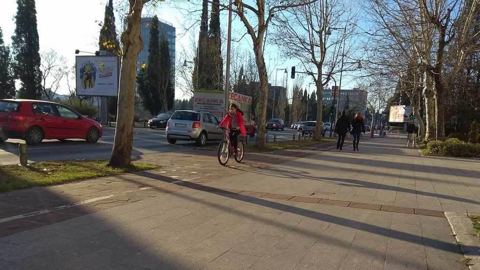 Opšta nekultura svih učesnika u saobraćaju! (FOTO)