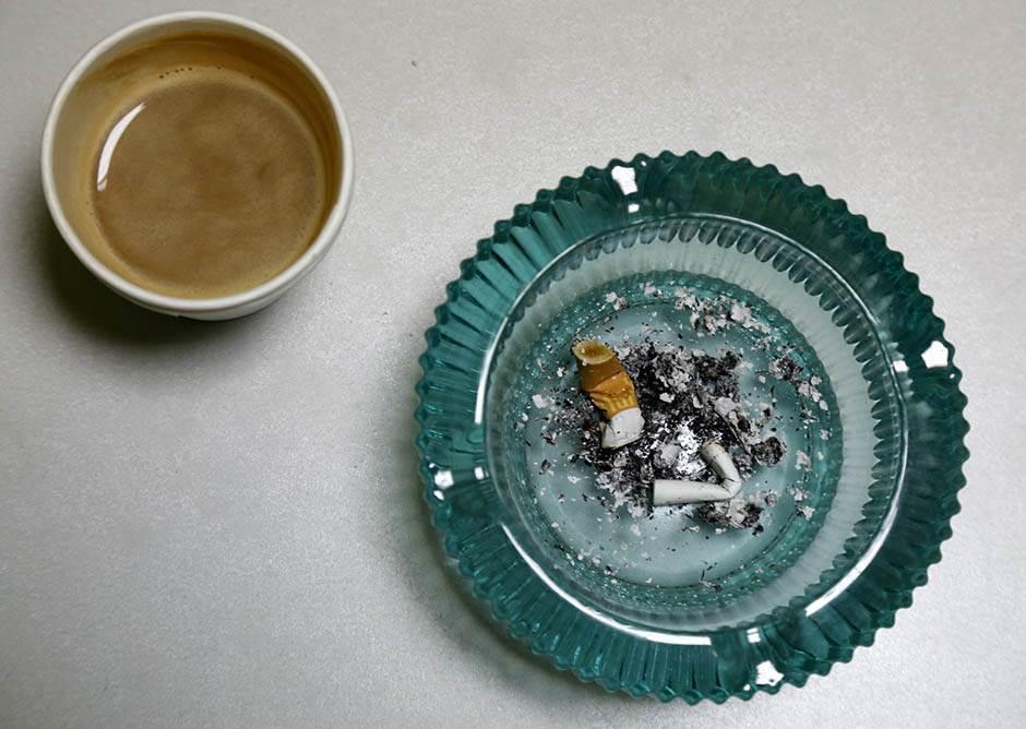cigareta, pušenje, pepeljara, kafa