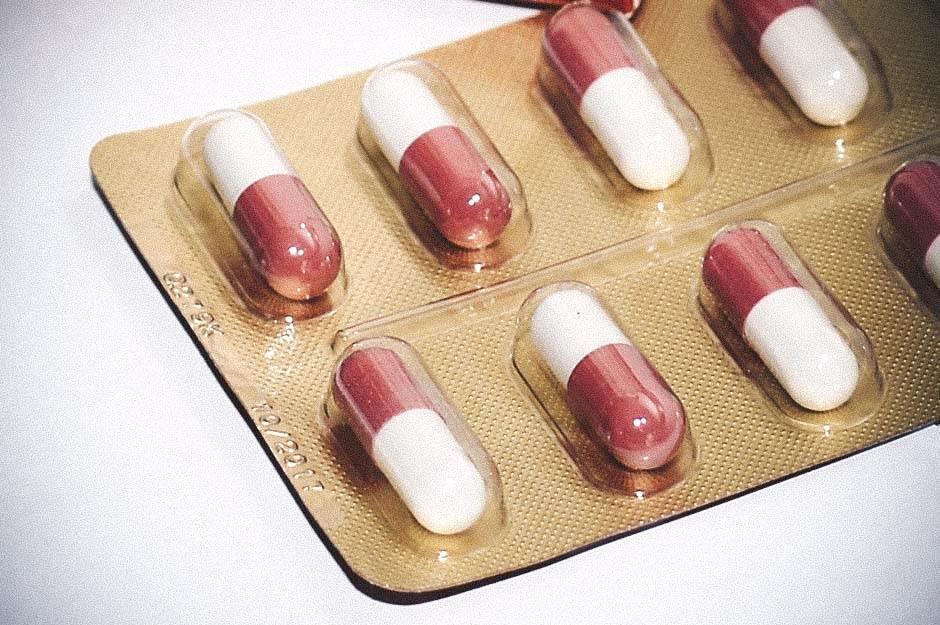 lekovi, tablete, pilule, kapsule, lek, doktor, prehlada, bolest, lečenje,
