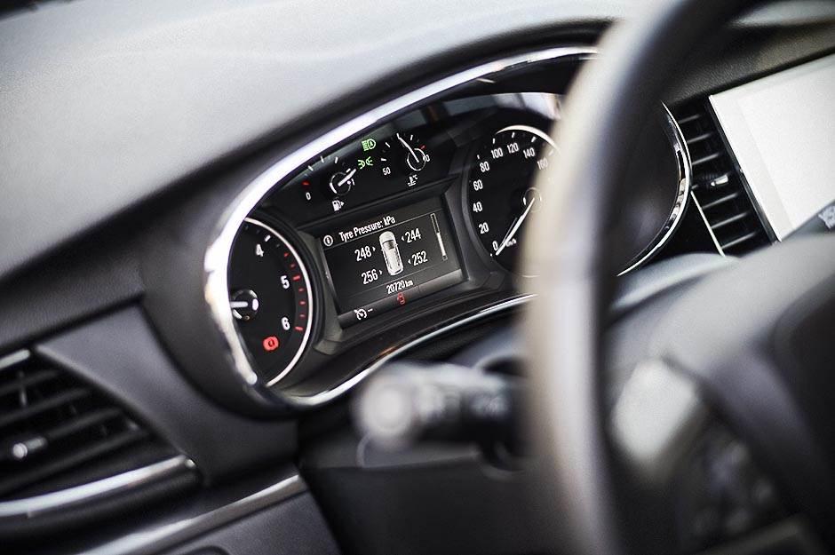 volan, brzina, opel, opel mokka, automobil, automobili, saobraćaj, putovanje, priroda,