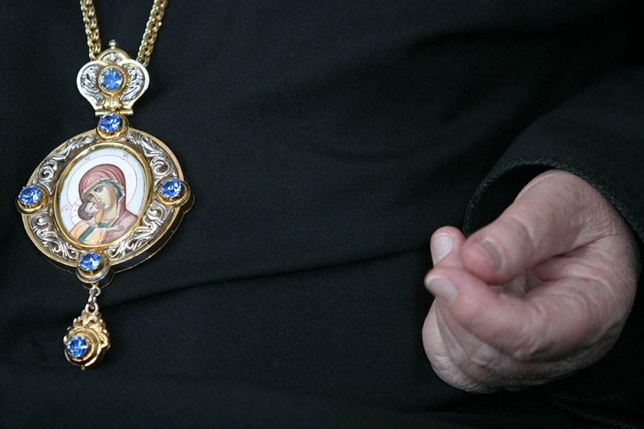 bogorodica crkva spc sveštenik pravoslavlje pravolslavci vernici sveti pop vernik krst