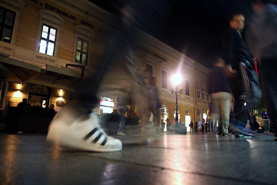 beograđani, ulica, noć, knez mihailova ulica, gužva u gradu, beograd, ljudi