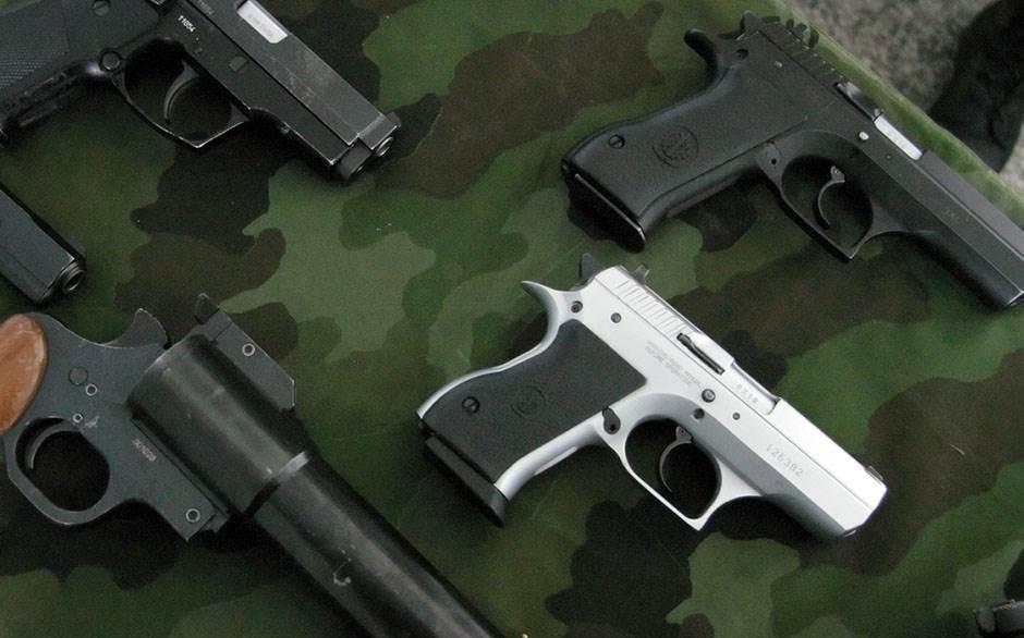 oružje pištolj pištolji naouružanje