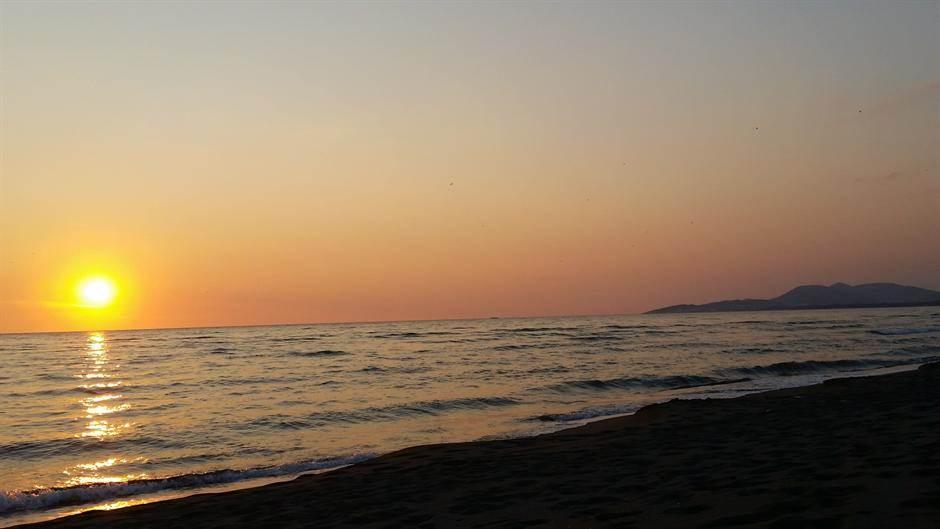 ada bojana more crna gora odmor zalazak sunca sunce sumrak veče leto jesen temperatura pokrivalica prognoza plaža
