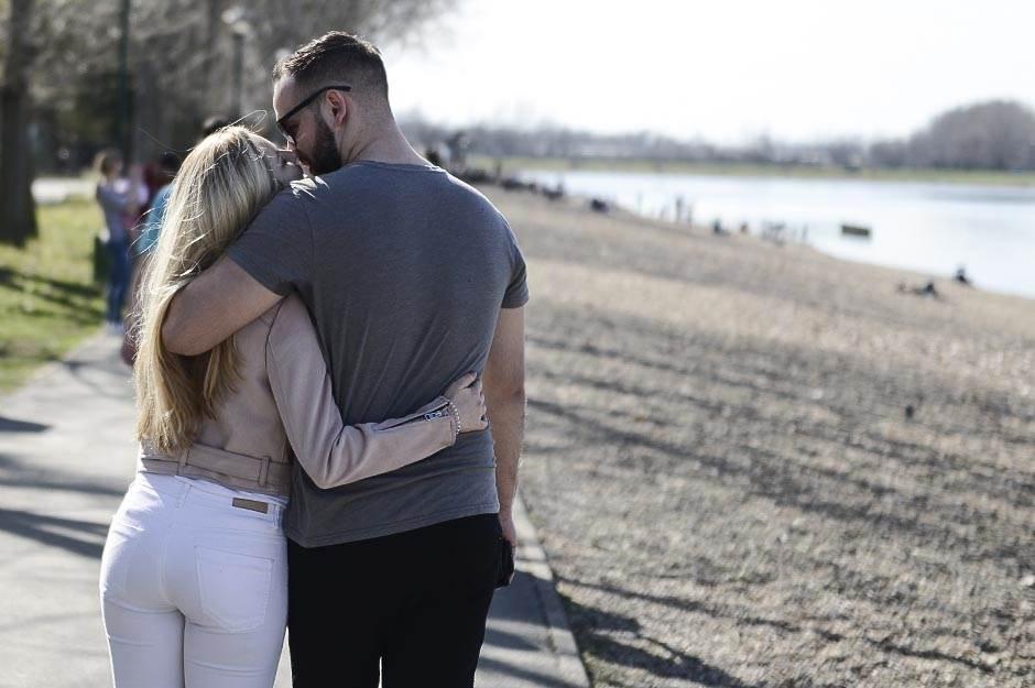 ljubav, zagrljaj, poljubac, par, veza, muvanje, zaljubljeni