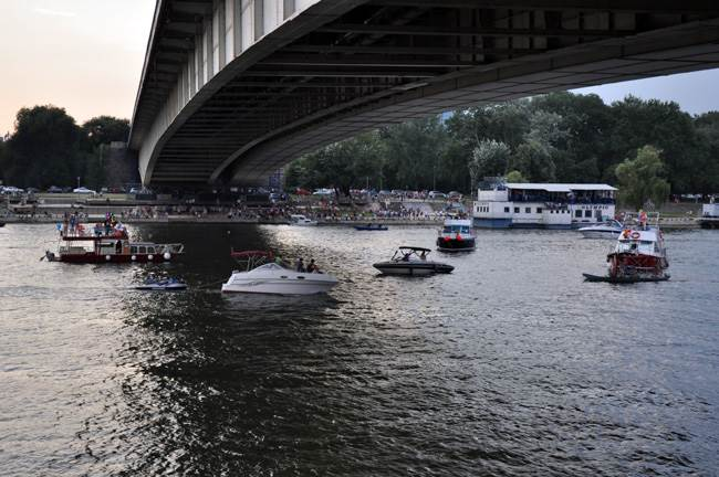 brod, gliser, brankov most, reka, sava, leto, odmor, krstarenje, plovidba