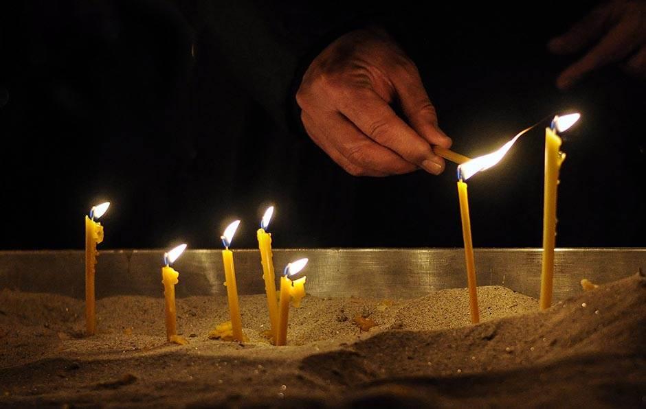 paljenje sveća, hram, crkva, sveća, sveće
