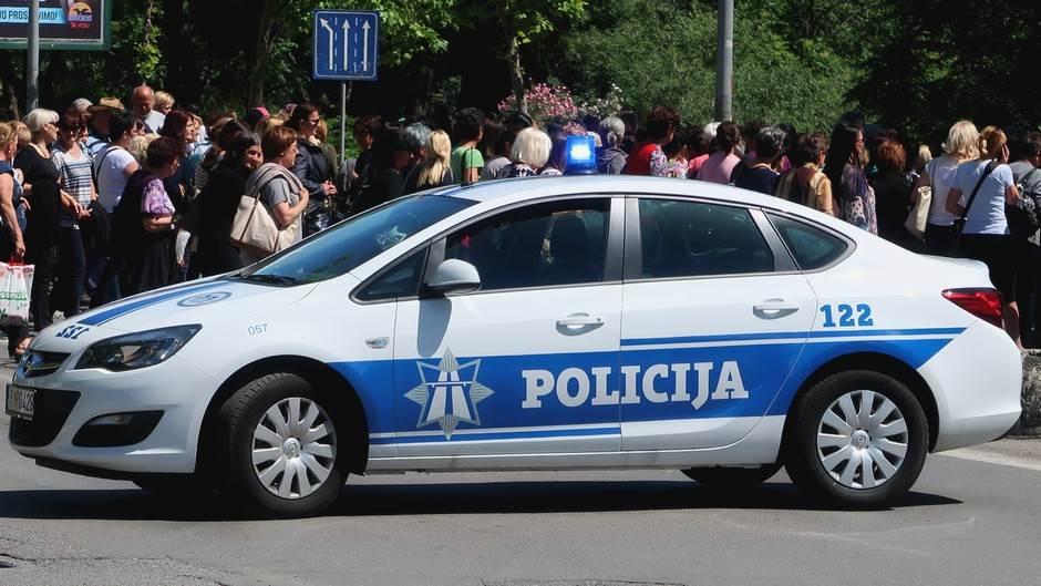 Policija, teambuilding, policijsko auto, auto policije