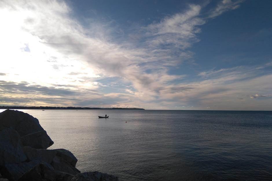 slovenija more plaža voda ribari piran piranski zaliv pecaroš pecanje