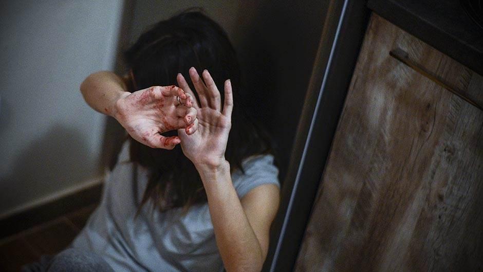 nasilje, nasilje nad ženama, porodica, nasilje u porodici, tuča, udarac, krv, tuče ženu, zlostavljanje