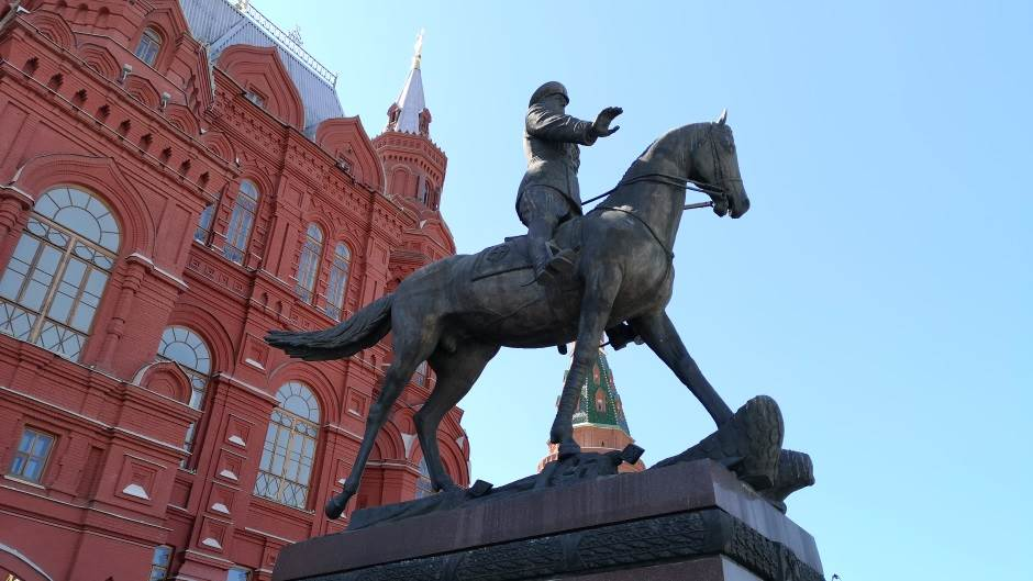 Spomenik Žukovu (ispred Muzeja istorije na Crvenom trgu).