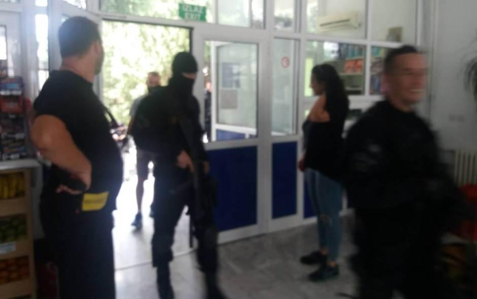 Mimini specijalci upali u barsku bolnicu! (FOTO)