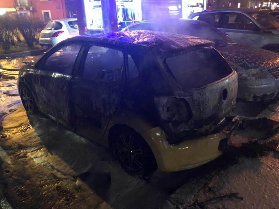 automobil zapaljen