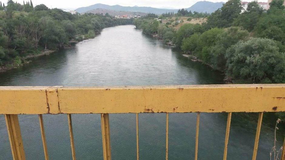 Skočio sa Krivog mosta, isplivao i otišao kući!