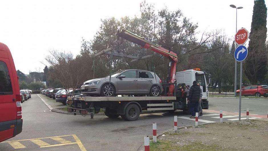 izrešetani auto