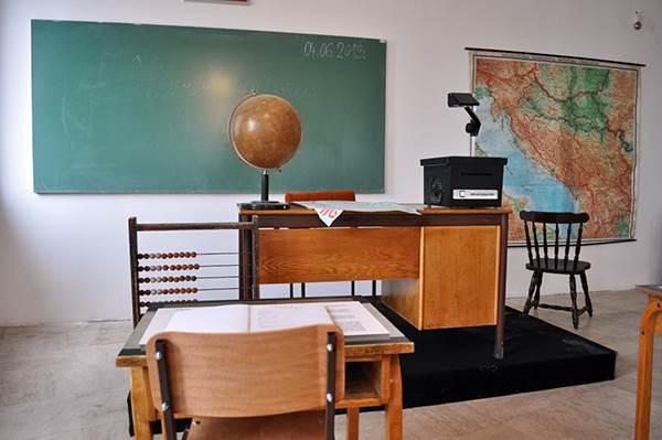 učionica, škola, školska tabla, globus, klupe, školska klupa