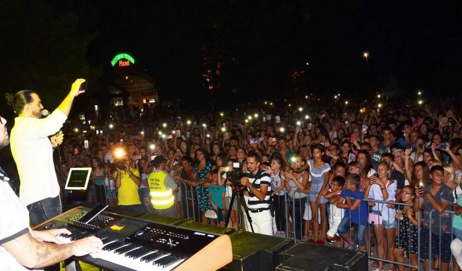 Adilova noć balada u Baru (VIDEO, FOTO)