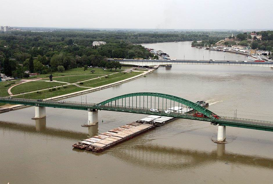 panorama, beograd, zgrade, urbanizam, gradnja, izgradnja, nekretnine, beograd na vodi, most, tramvajski most, tanker, barža