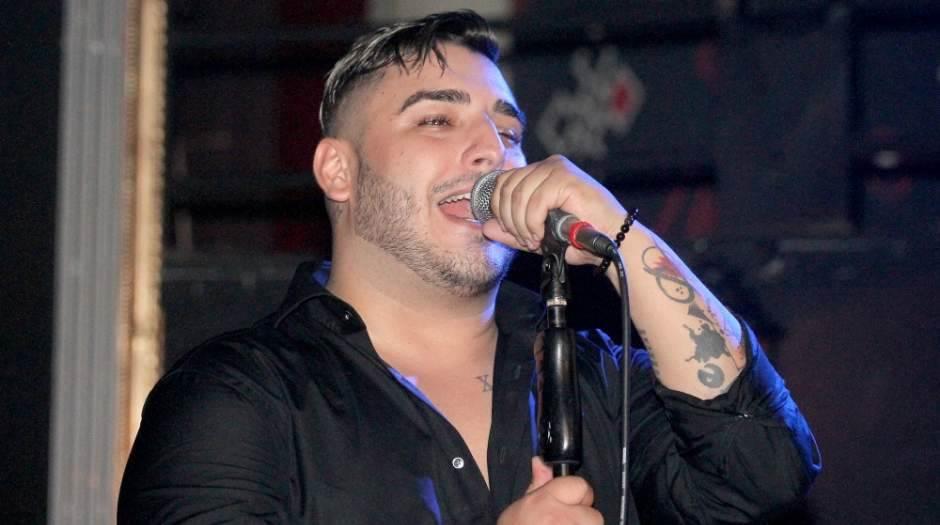 Pjevač u indukovanoj komi, životno ugrožen!