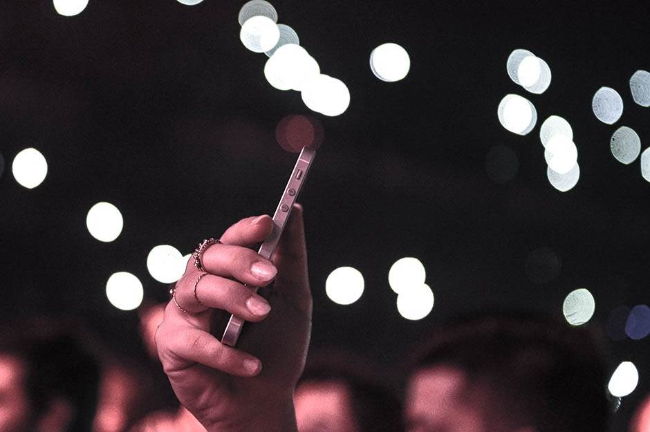 telefon,slikanje,snimanje,ruka,prstenje,noć