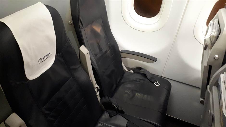 aerodrom putnici avion avioni putovanje turizam let turisti
