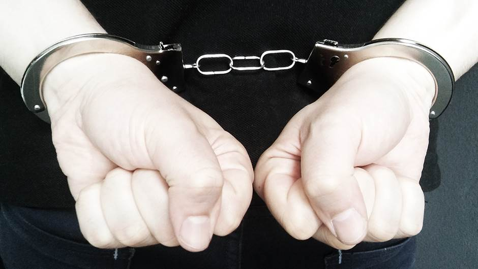 hapšenje, lisice