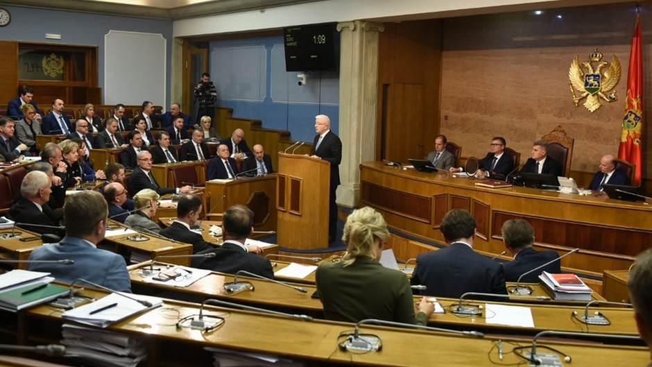 Parlament će imati 20 odsto više službenika