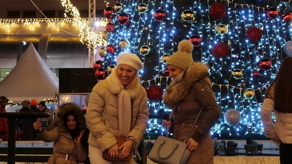 Nova godina, žene, jelka, ukrasi, žena, zima