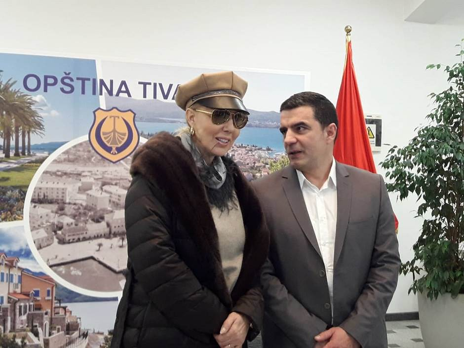 Lepa Brena i predsjednik Opštine Tivat Siniša Kusovac