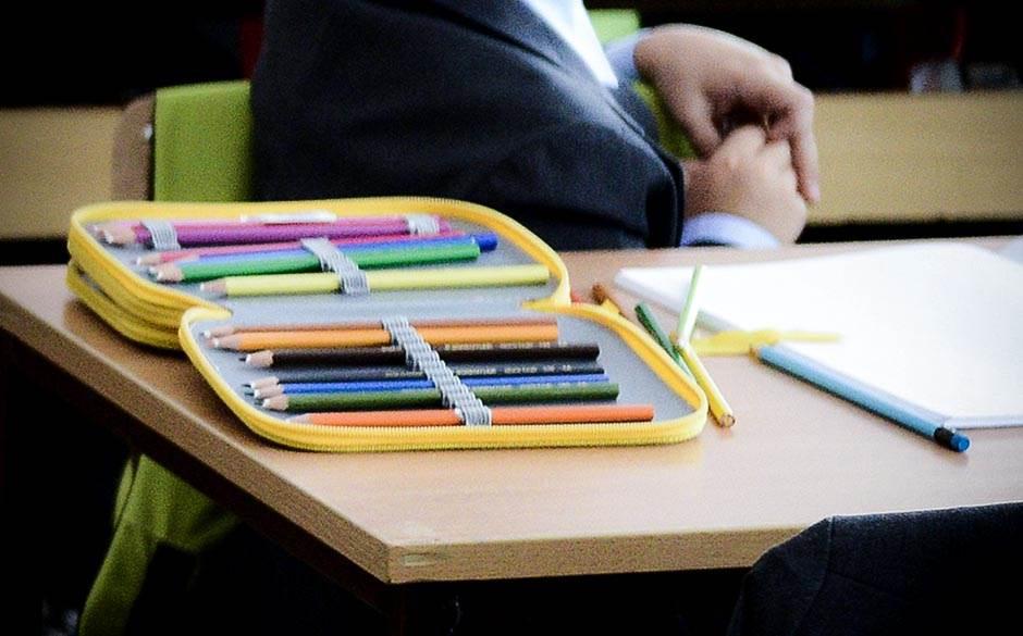 pernica, školska klupa, škola, đaci, osnovna škola, osnovci,