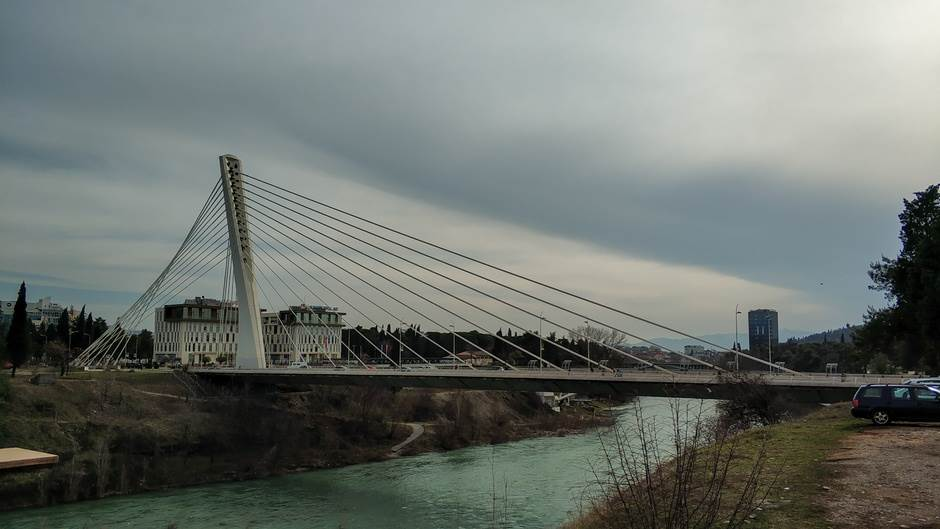 Podgorica, Milenijum, most, oblaci, oblačno