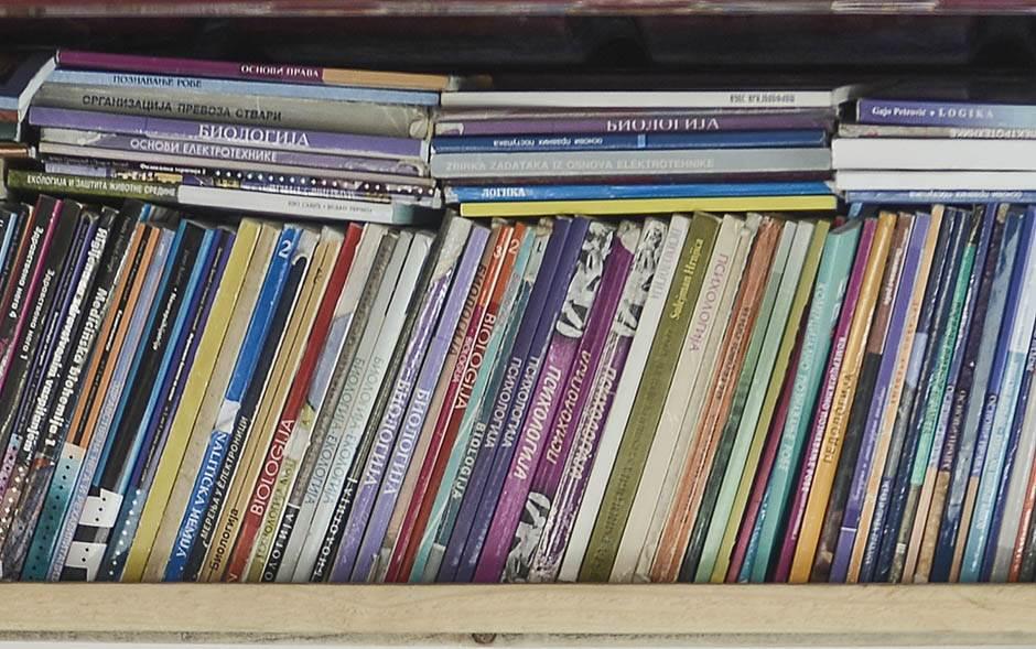 Prodaja polovnih udžbenika na Trgu nezavisnosti