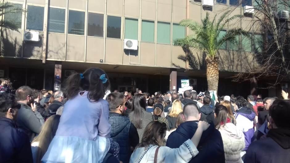 """Na protestu u Baru orilo se """"mi smo država"""" (FOTO)"""