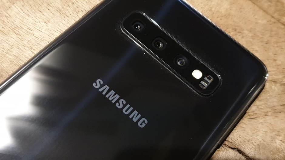Razlog, dva, tri da kupiš baš ovaj telefon (VIDEO)